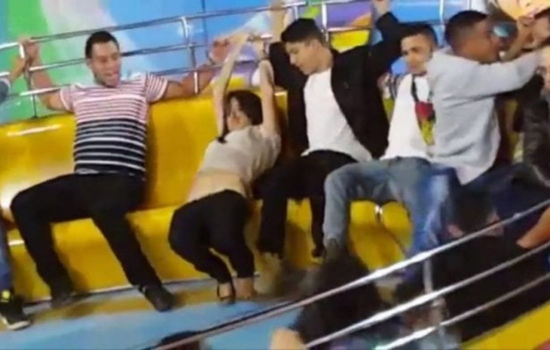 Woman Loses Her Pants on an Amusement Park Ride